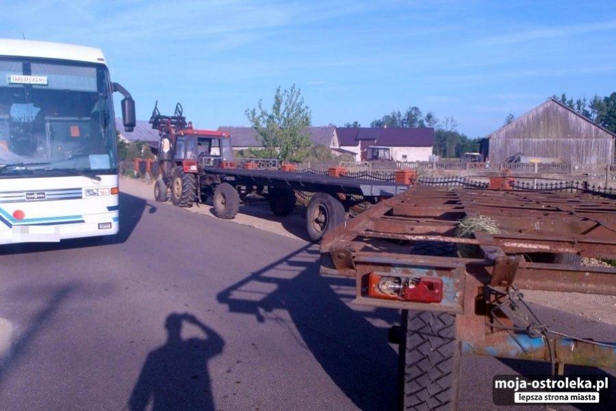 e2dbbfb4c9 Pijany traktorzysta zakończył jazdę na płocie (zdjęcia) - Moja ...