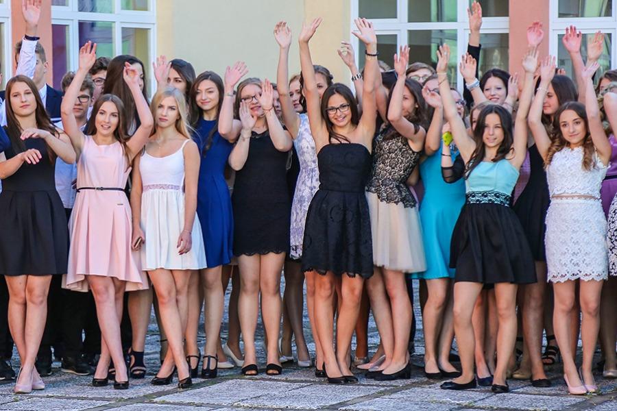 93beb1b8cf Na balu gimnazjalnym bawili się w sobotę uczniowie klas trzecich Gimnazjum  nr 1 im. J. Kusocińskiego w Ostrołęce. Impreza