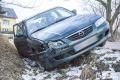 Pijany kierowca mazdy wjechał do rowu (zdjęcia)